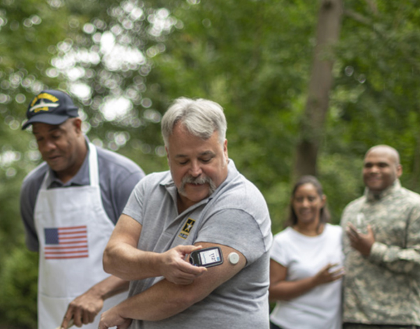 U.S. Army veteran uses FreeStyle Libre reader and sensor at a cookout with friends